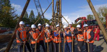 Eerste paal in de grond van nieuwe SRON-gebouw in Zuid-Holland